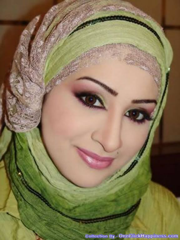 Fathima Kulsum Zohar Godabari, Queen of Saudi Arabia, Most Beautiful Woman girl lady In The World, Green colour dress, salwar, saree color