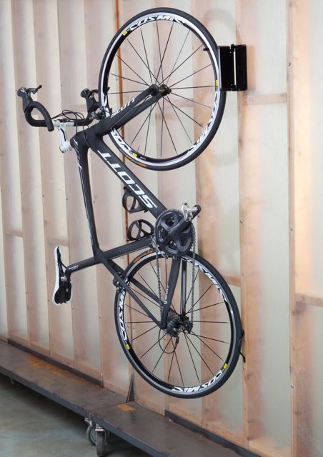 Adjustable single wall rack to store and display your bike at home