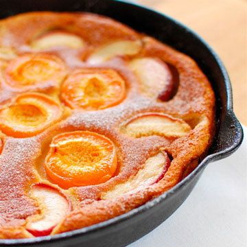 Клафути - французский десерт Клафути - вкусный десерт. Чаще всего этот клафути готовят с вишней, но Джейми решил приготовить с персиками! И не пожалел!