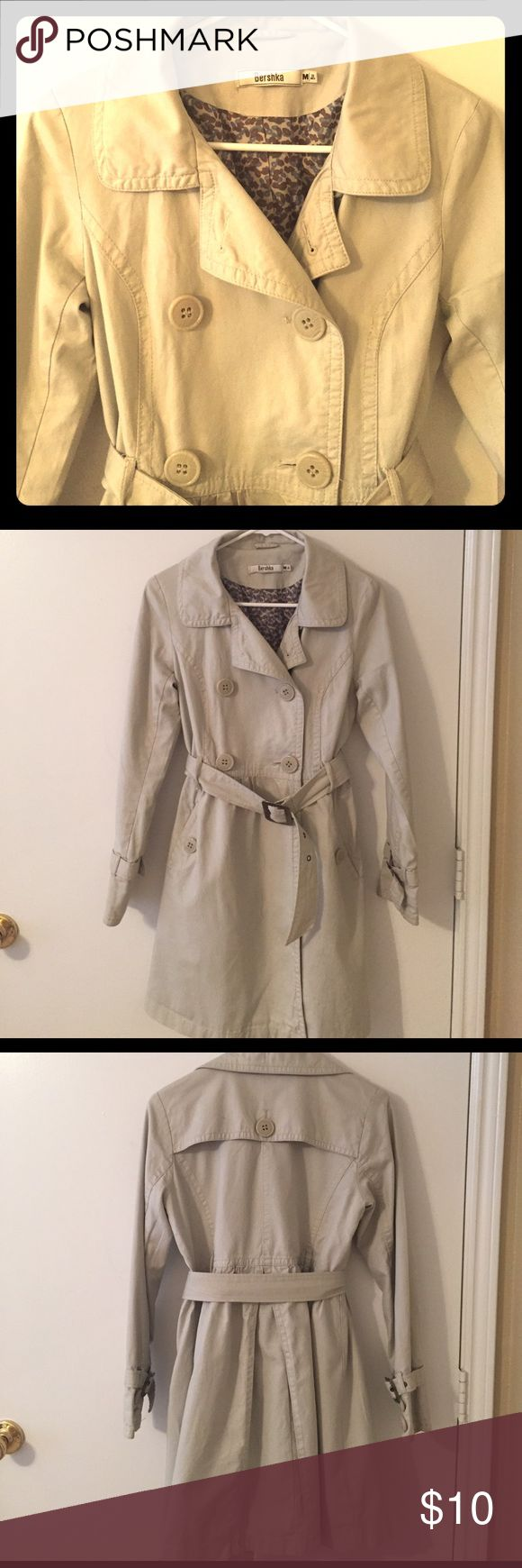 Bershka beige trench coat Vintage trench coat from Spain. Lightweight coat perfect for a spring/summer night. Bershka Jackets & Coats Trench Coats