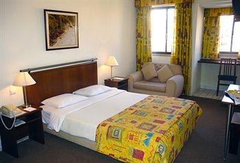 Amazonia Lisboa Hotel Bedroom  (Not so effective!)
