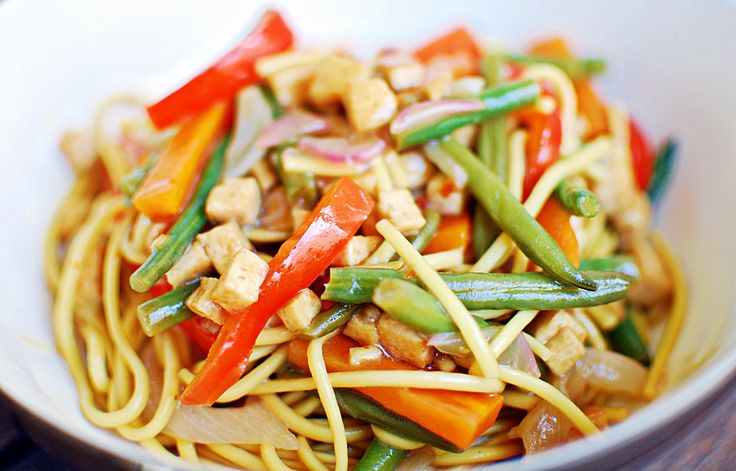Super simple vegan veggie and tofu noodles | A House of Lemons