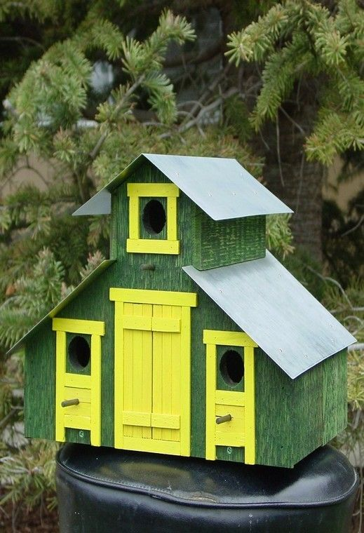 Barn birdhouse don 39 t know where else to put these for Different types of birdhouses