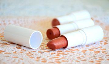 Recette cosmétique de Rouge à lèvres Naturel couleur Corail Rouge par Joli'Essence