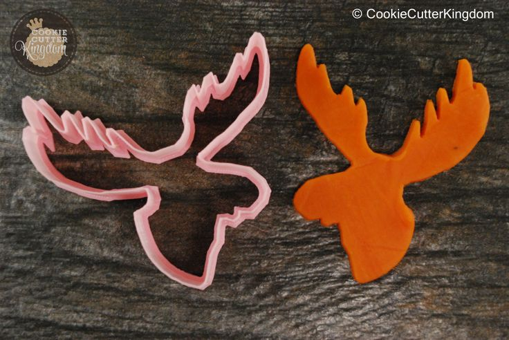 The Moose Cookie Cutter gives you a chance to see a moose out of its natural habitat. Buy in mini, standard or large sizes. Browse more animal cookie cutters today! Shipping is available worldwide, in