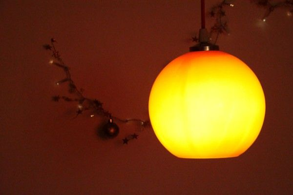 Ancien luminaire suspension globe seventis en verre orange for Globe luminaire