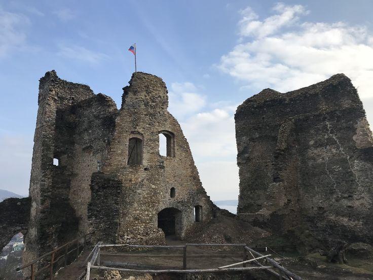 Found Hrad Divin :: Divin castle Ismét egy pazar látványossághoz érkeztünk, mégpedig a Divin vár romjaihoz. Az ide utazás is kellemes ...