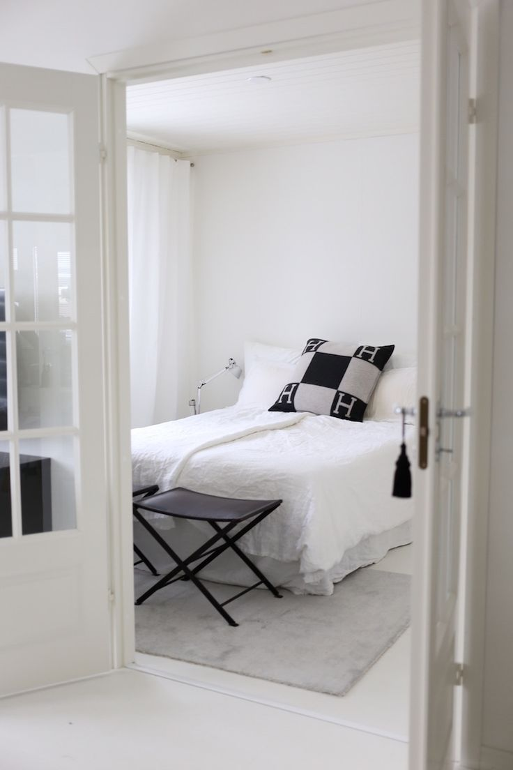 Homevialaura | modern classic living room decor | VM Carpet Hattara | grey rug | Bo Concept Lugo | Georg Jensen Cafu