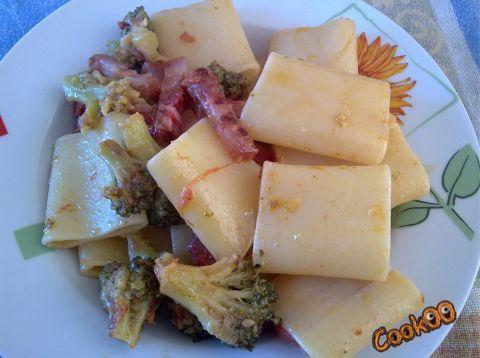 paccheri con broccoli guanciale e pomodorini