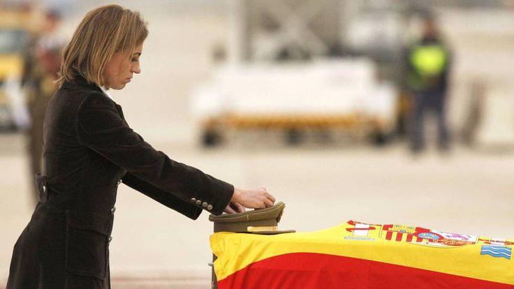 CARME CHACÓN    Muere la socialista Carme Chacón    La catalana, que padecía una cardiopatía congénita, fue la primera mujer en ocuparse d...