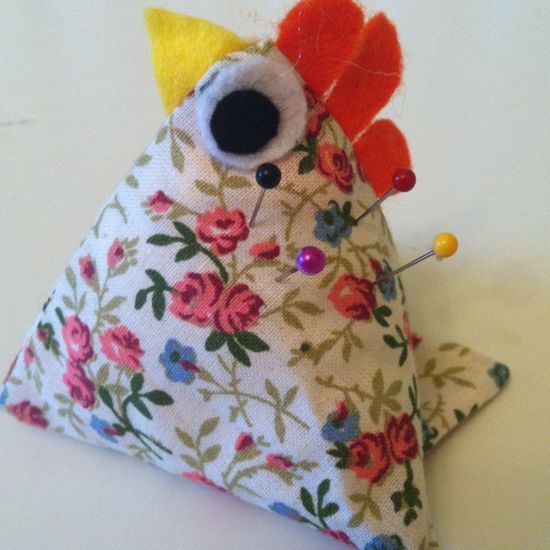 How to make a little hen pin cushion via @Guidecentral - Visit www.guidecentr.al for more #DIY #tutorials
