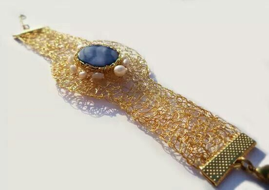 Gold plated bracelet wire crochet with mother of pearl and fresh pearls https://www.facebook.com/algo.elegante #bracelet #crochet #gold_plated #jewelry #fashion #women #gemstones #handmade #cuff #algoelegante #glamour