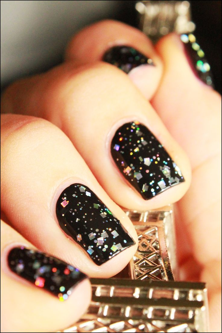 I'm a sucker for black and glitter. It never fails.: Nails Hair, New Years Nails, Black Nails, Nails Ideas, Hair Style, Nails Makeup Skincare, Black Glitter, Mni Black, Nailshair