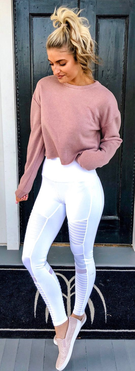 #spring #outfits woman wearing brown long-sleeved shirt and white leggings near door. Pic by @thecheekybeen