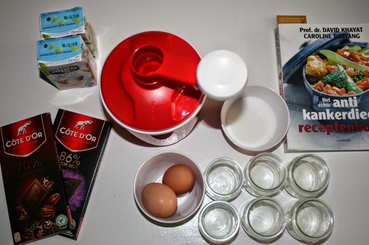 Schaaltjes met chocolade en amandelmelk