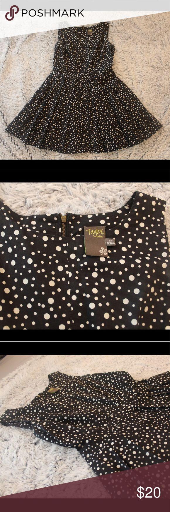 Taylor Petite Dress Polka dot dress, very good conditions looks new! Very nice fitting Dresses Midi