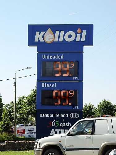 This LED Petrol display is using a full matrix resolution of 32 x 16 pixels in 46mm Pixel pitch.