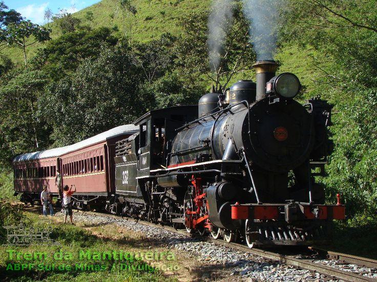 Locomotiva a vapor nº 332 com o trem turístico da serra da Mantiqueira