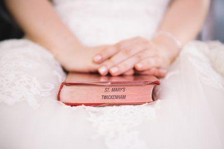 Fotografia de nuntă trebuie să fie fabuloasă din toate punctele de vedere și emoțiile reflectate de imagini trebuie să fie aceleași cu cele trăite de voi în ziua evenimentului. Pentru asta, fiind fotograful vostru, mă implic emoțional în fiecare eveniment.  Îmi place să captez momentele și să le transpun într-o poveste. Povestea nunții voastre. Sunt cu siguranță cadre pe...