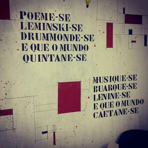 Poeme-se, Leminski-se, Drummonde-se, e Que O Mundo Quintane-se. Musique-se, Buarque-se, Lenine-se, e Que o Mundo Caetane-se.