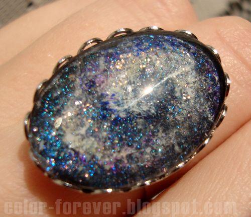 Lakierowa biżuteria: pierścionek galaxy