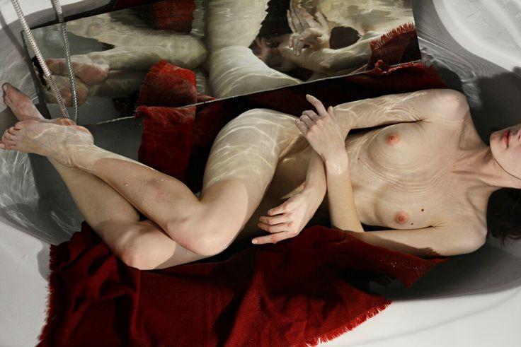 Nude photography in bath by Anna Turkova. Model: Magdalena