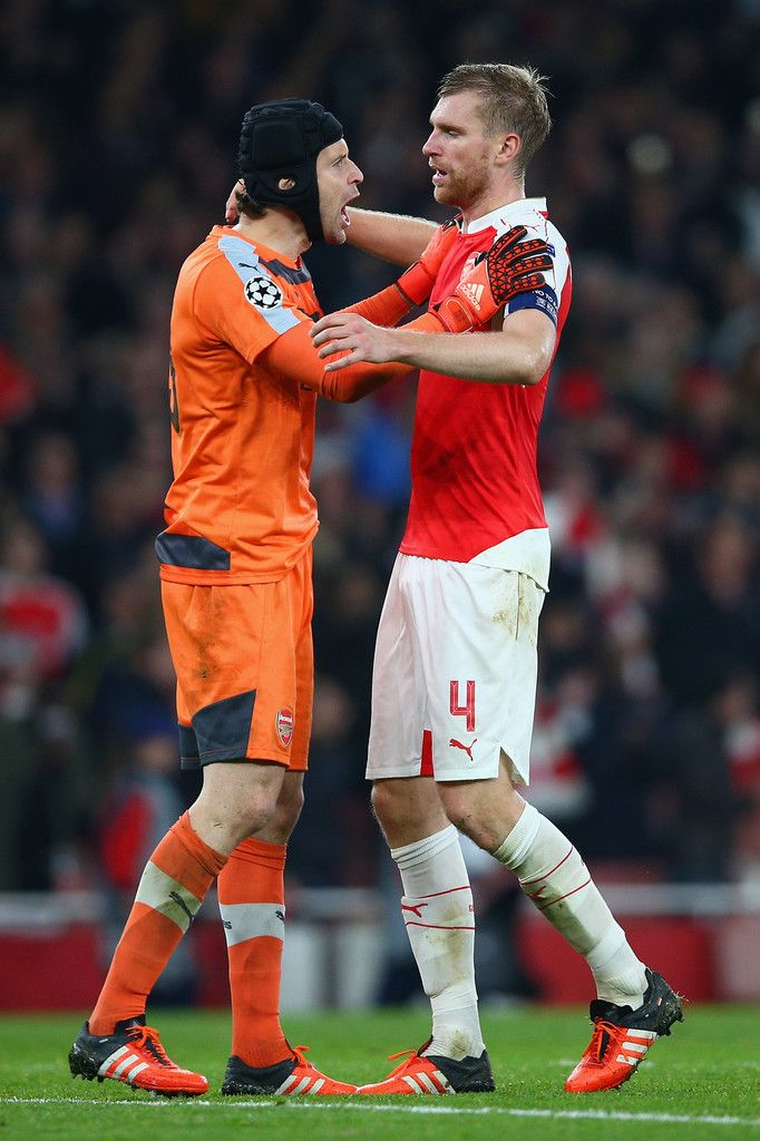 Our vice skipper, Per Mertesacker with the man of the match, Petr Cech, celebrates the glorious result. And yeah, it's another clean sheet for us. Arsenal 2-0 Bayern Munich (October 2015)
