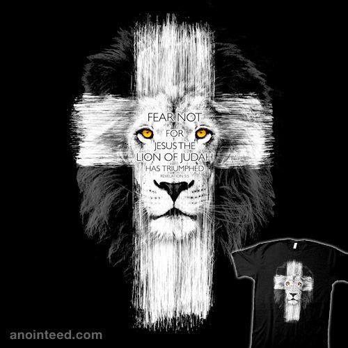 Лев Крестом