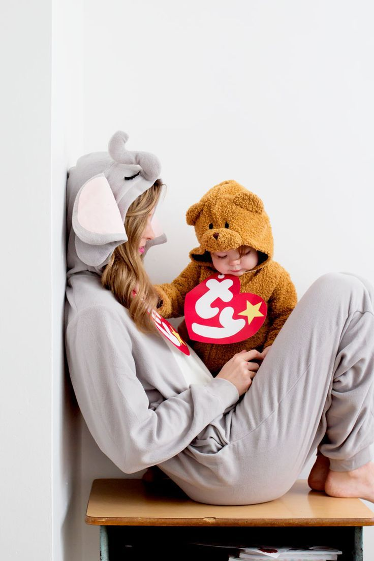 Beanie baby costume with a printable beanie baby tag for a family Halloween costume idea!