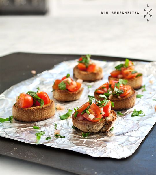 Mini BruschettasHealth Food, Cooking Recipe, Minis Dog Qu, Appetizers, Cherries Tomatoes, Loveandlemons Minis Bruschetta, Loveandlemons Bruschetta, Food Drinks, Bruschetta Minis