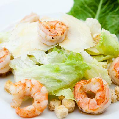 Salada Caesar com Camarão