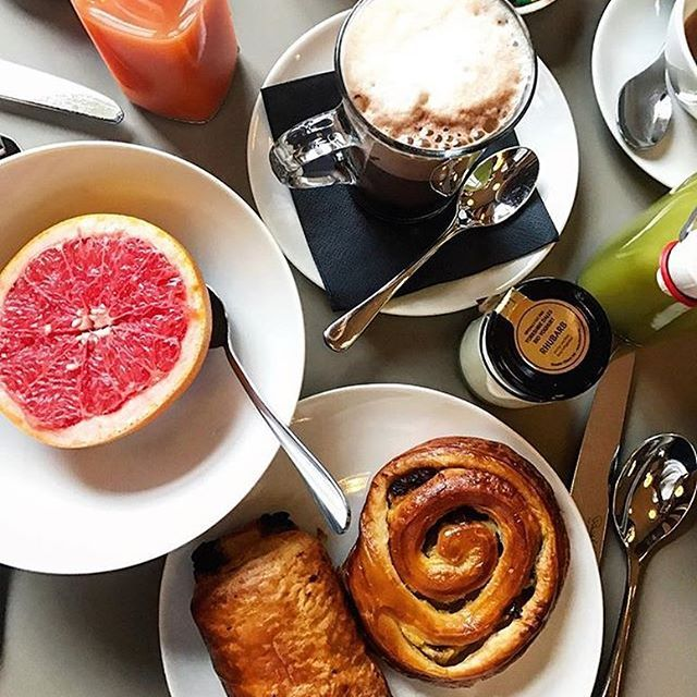 If this isn't the definition of a good start to the day, then we don't what is! Fab photo of our continental breakfast by @quiftopher #cowleymanor #cotswolds #cheltenham #breakfast #goodmorning