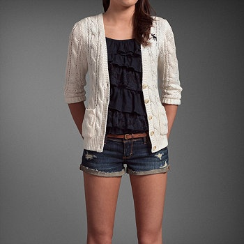 Hollister outfit- This outfit is stunning❤. Follow for more great posts I will follow back