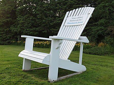 Chaise géante aux Jardins de Métis