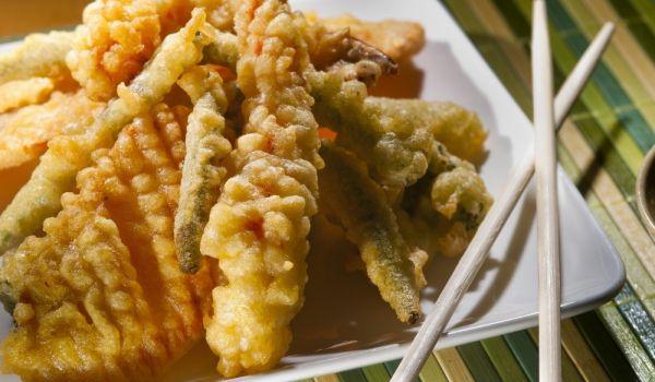 Думата темпура означава техника на готвене в японката кухня. По-точно - потапят се риба или зеленчуци в тесто и след това се пържат. Терминът темпура се смята, че е придобил популярност в южната част на Япония.