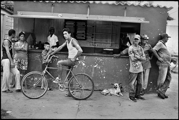 Elliott Erwitt'ten En Renkli Siyah Beyaz Fotoğraflar | Edebiyat Haber Portalı