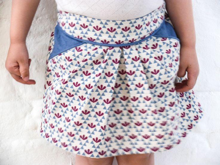 Jupe MINI-PERLE à poches contrastées, patron de couture Ivanne.S, by MademoiselleK