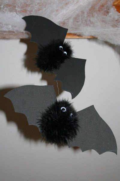 fuzzy bat craft simple but cute - Halloween Bats Crafts