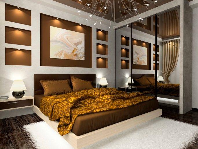 Fesselnd Verzierten Hauptschlafzimmer Mit Braun, Gold Und Weiß Mit Wandspiegel  Entwerfen Und Einbauleuchten, Beleuchtung. Schlafzimmer ...