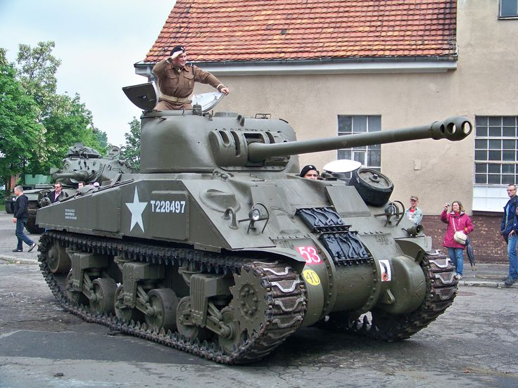 Sherman Firefly of the 24th Polish Lancers Regiment / 10th Armoured Calvalry Brigade / 1st Polish Armoured Division. - Technical details: Main Weapon Type: - 17 Pounder (76.2 mm)  Secondary Weapon Type:- .50 and .30 Machine Guns. Powered by a Chrysler A57 Multibank, 30 cylinder, water cooled petrol engine.
