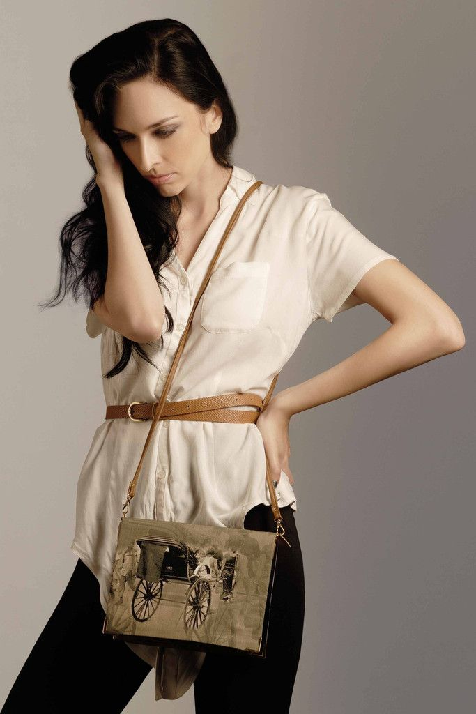 Haathrikshaw Detachable Flap 3 in 1 Style Clutch   Sling Bag   Handcrafted