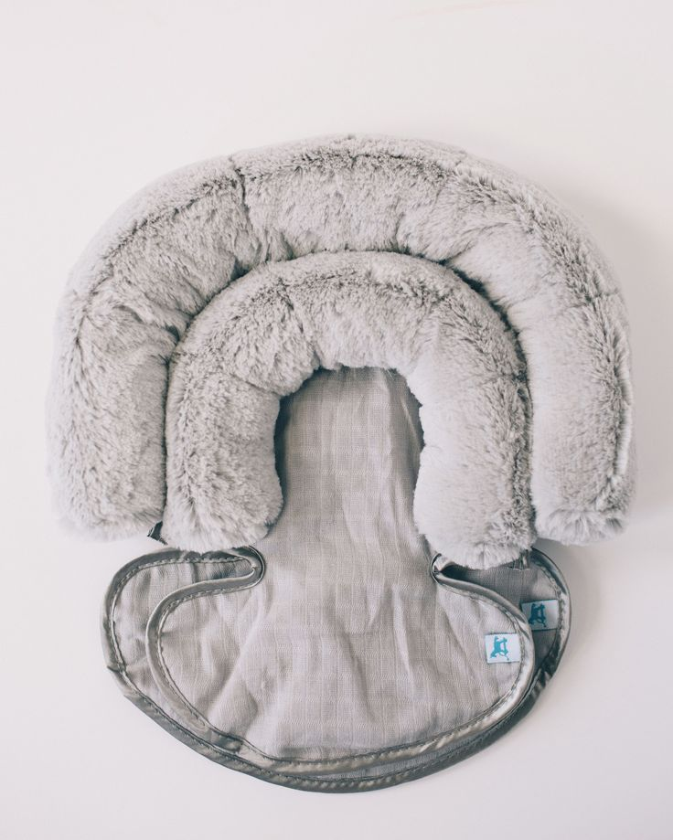Comfy and cozy commutes. A luxurious car seat accessory designed for all sizes. - 2 support pieces to fit all sizes - breathable cotton muslin where it's needed - luxurious plush fabric where it count