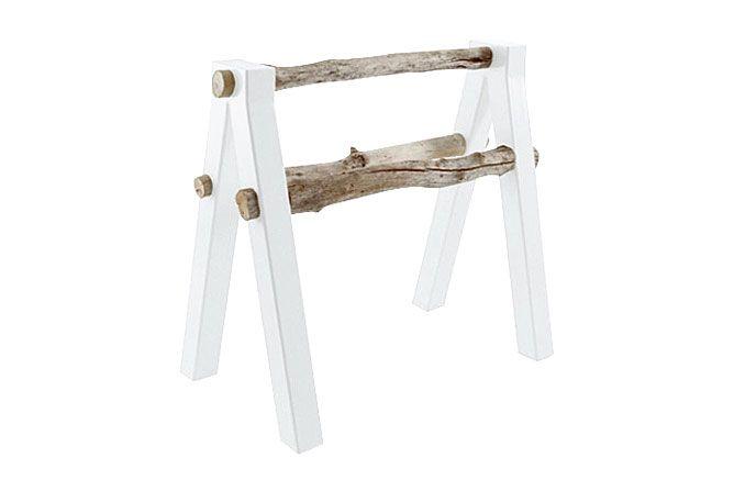 Qataq hedder dette design. kombinationen af fabrikeret træ og det rå uarbejdede træ giver et sjovt udtryk. Pris: 3450,00 kr. Læs mere hos Bleunature.com