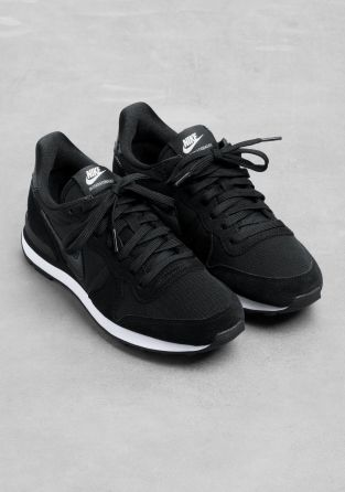 Nike Internationalist. why can't i find these ANYWHERE?! i mean obviously i know why but still. EGH!