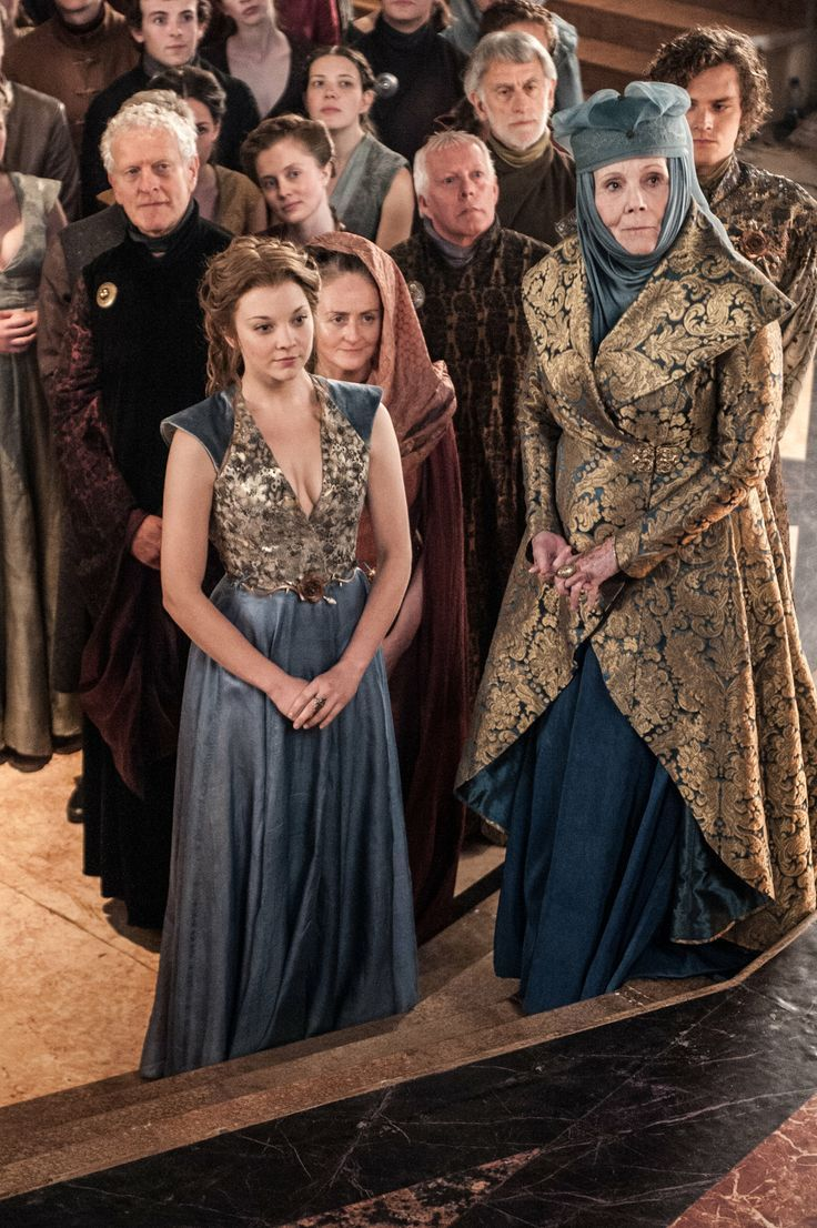 I love how Margaery and Olenna always wear similar or the same print in their outfits. A very good way to show a united and strong front.