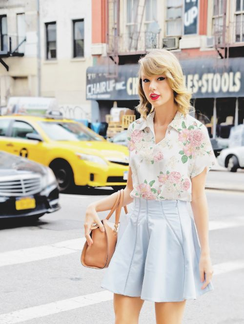 Just Taylor Swift-ness....I love everything about her. her style. simple, clean and swift-ful