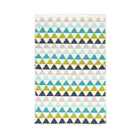 From our exclusive Ben de Lisi home range, this mat is perfect for brightening up a modern bathroom. Made purely from soft cotton, it features a triangle pattern in a mix of nautical hues.