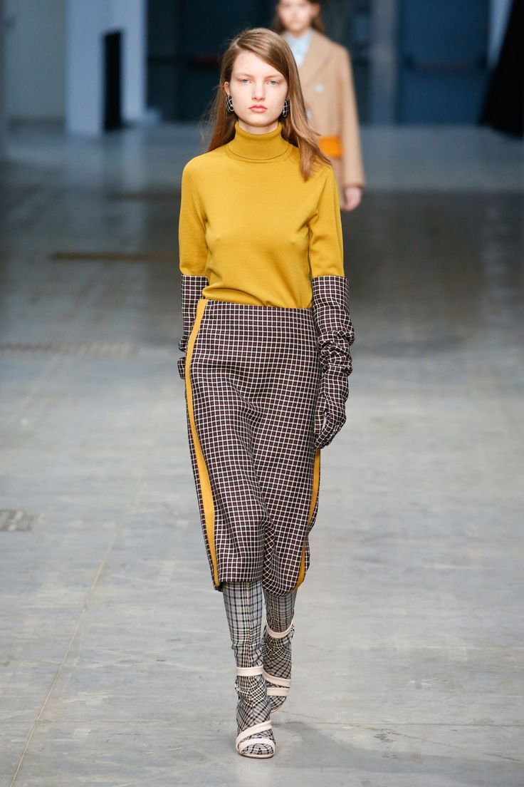 The complete Albino Teodoro Fall 2018 Ready-to-Wear fashion show now on Vogue Runway.