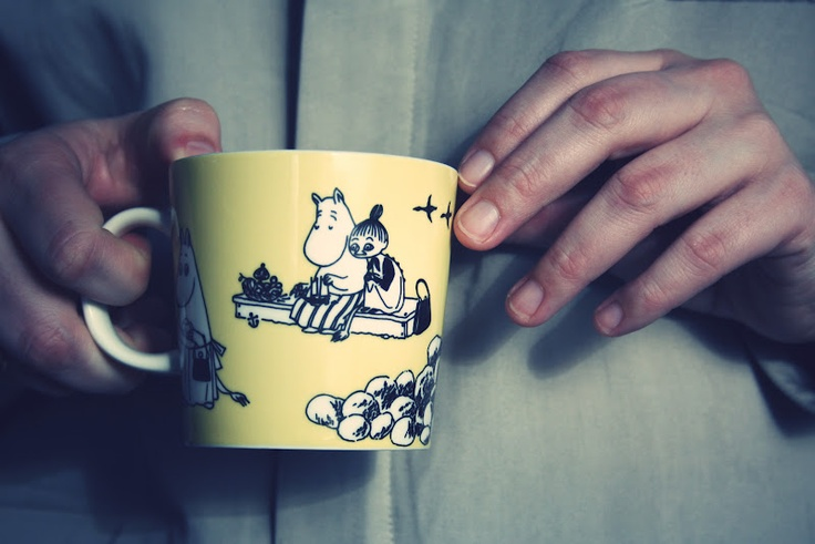 90s yellow vintage moomin mug. Avaiable between 1990-1996