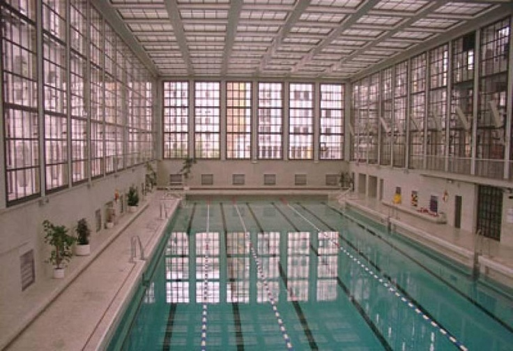 This gem of Bauhaus architecture in the heart of Berlin, houses an attractive indoor swimming pool. Built in 1930 by architect Carlo Jelkmann.